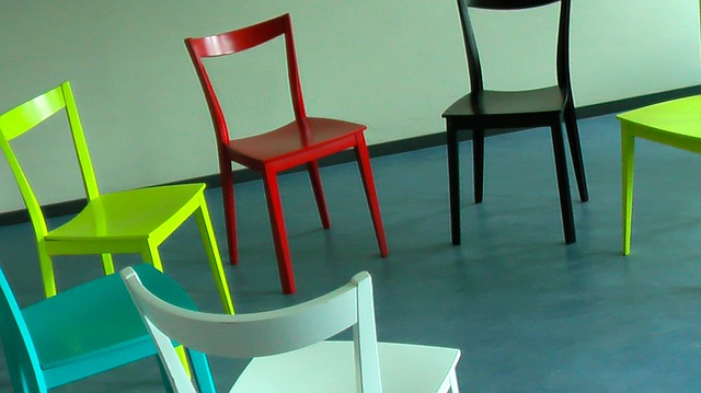 chairs-58475_640